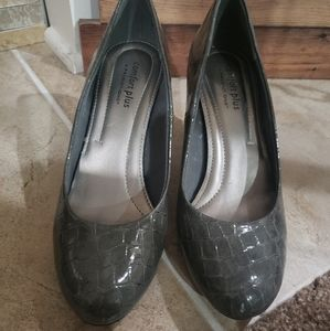 Comfort Plus by Predictions Snakeskin Pumps size 7